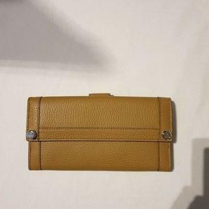 Gucci Marigold Flap Pebble Wallet - Yellow